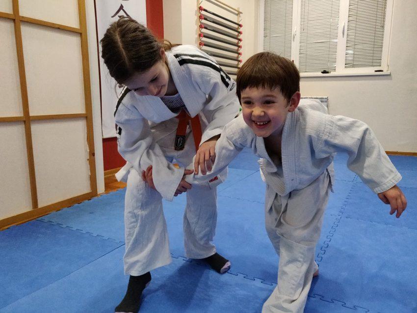 Deca vežbaju Aikido